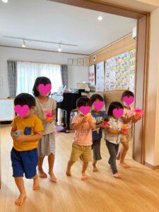 マステレッスンのイメージを広げるためにリトミックレッスンを行う子ども達