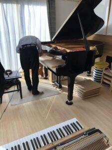 ピアノの調律をしています